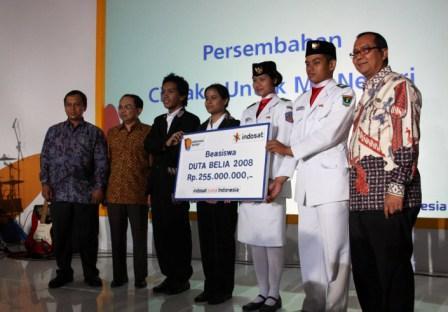 Indosat & Pelanggan Sumbang Pendidikan